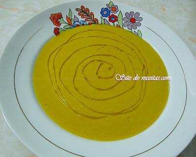 Sopa nutritiva de ervilha com cebola
