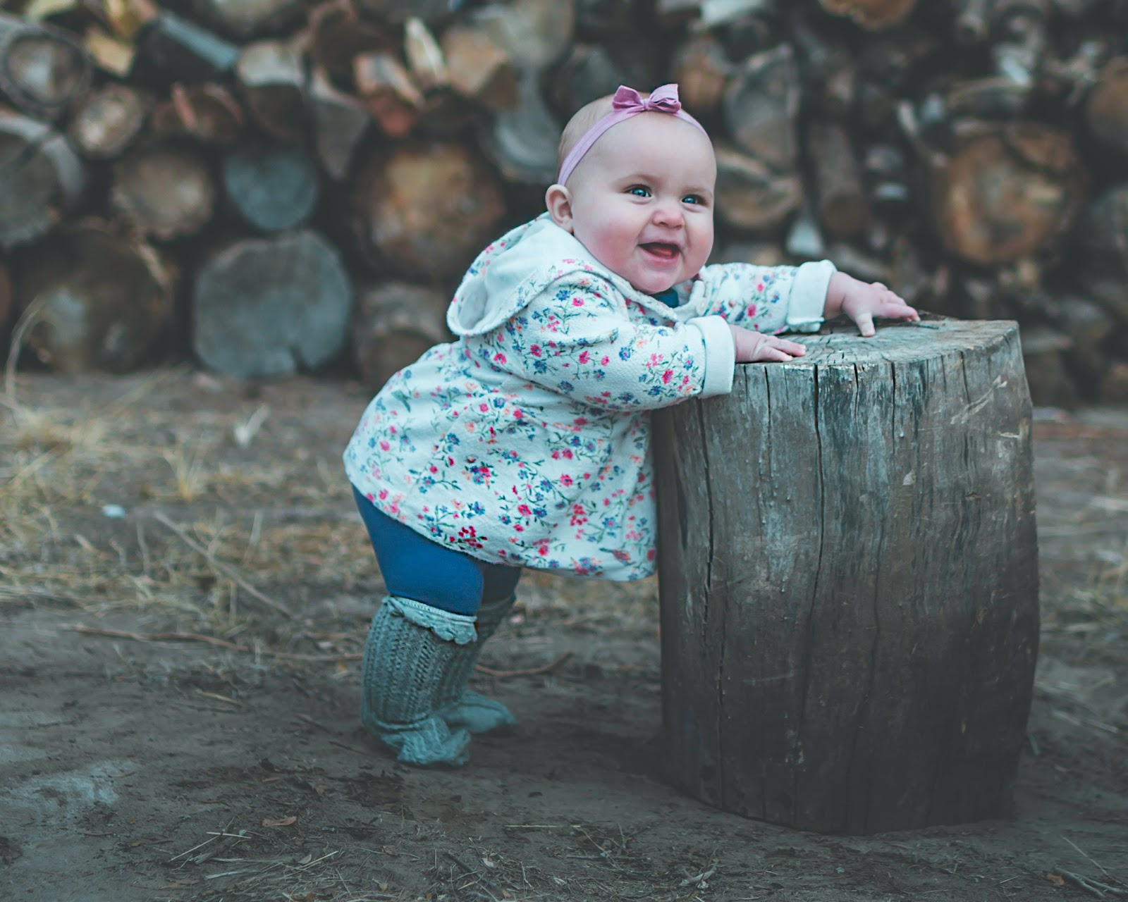 toddler-standing-and-leaning-against-log-baby-pictures