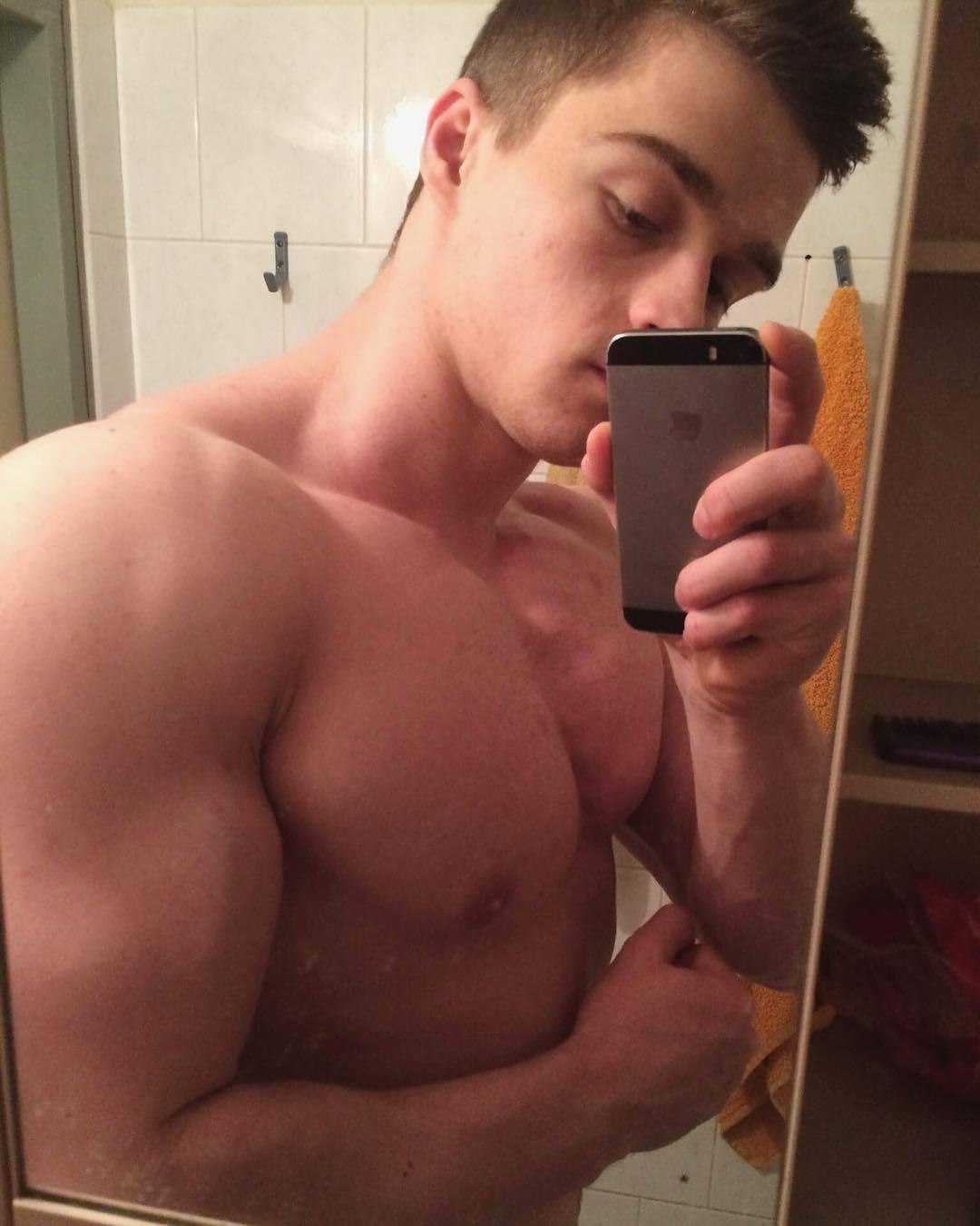 str8-bait-selfie-bro-pavel-pivovarcik-muscular-barechest-youngster-bodybuilder