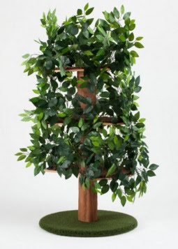 Treat your cat with this amazing realistic cat tree with leaves!