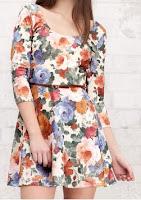 vestido con un estampado de flores