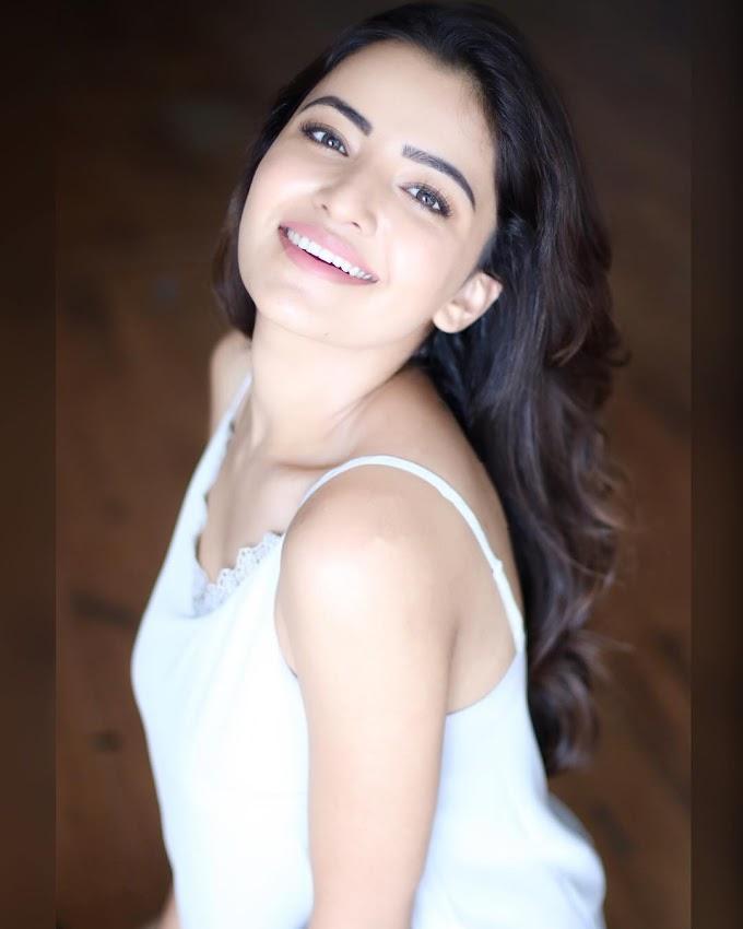 Rukshar Dhillon Bio, Age, Boyfriends, Movies, Photos & More