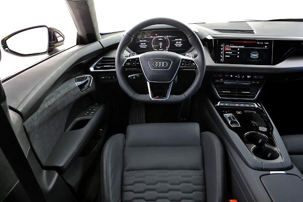 Audi RS e-tron GT, esportivo elétrico de R$ 950 mil - interior - painel