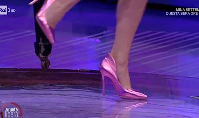 Francesca Fialdini scarpe rosa lucide tacchi alti