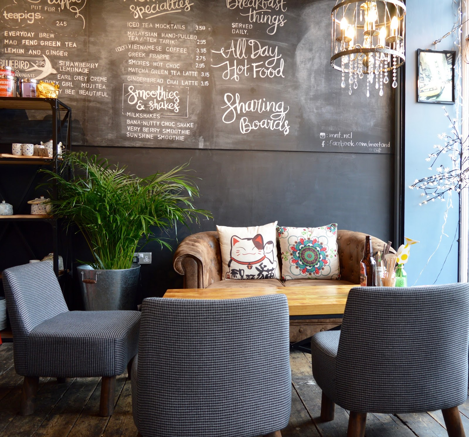 Meet and Treat Newcastle Cafe | A Perfect Spot for Pre-Theatre Drinks & Cakes with Kids for Tyne Theatre and Opera House - blackboard