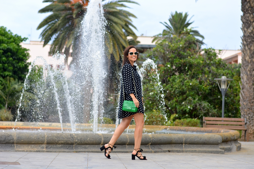look-vestido-lunares-zara-street-style