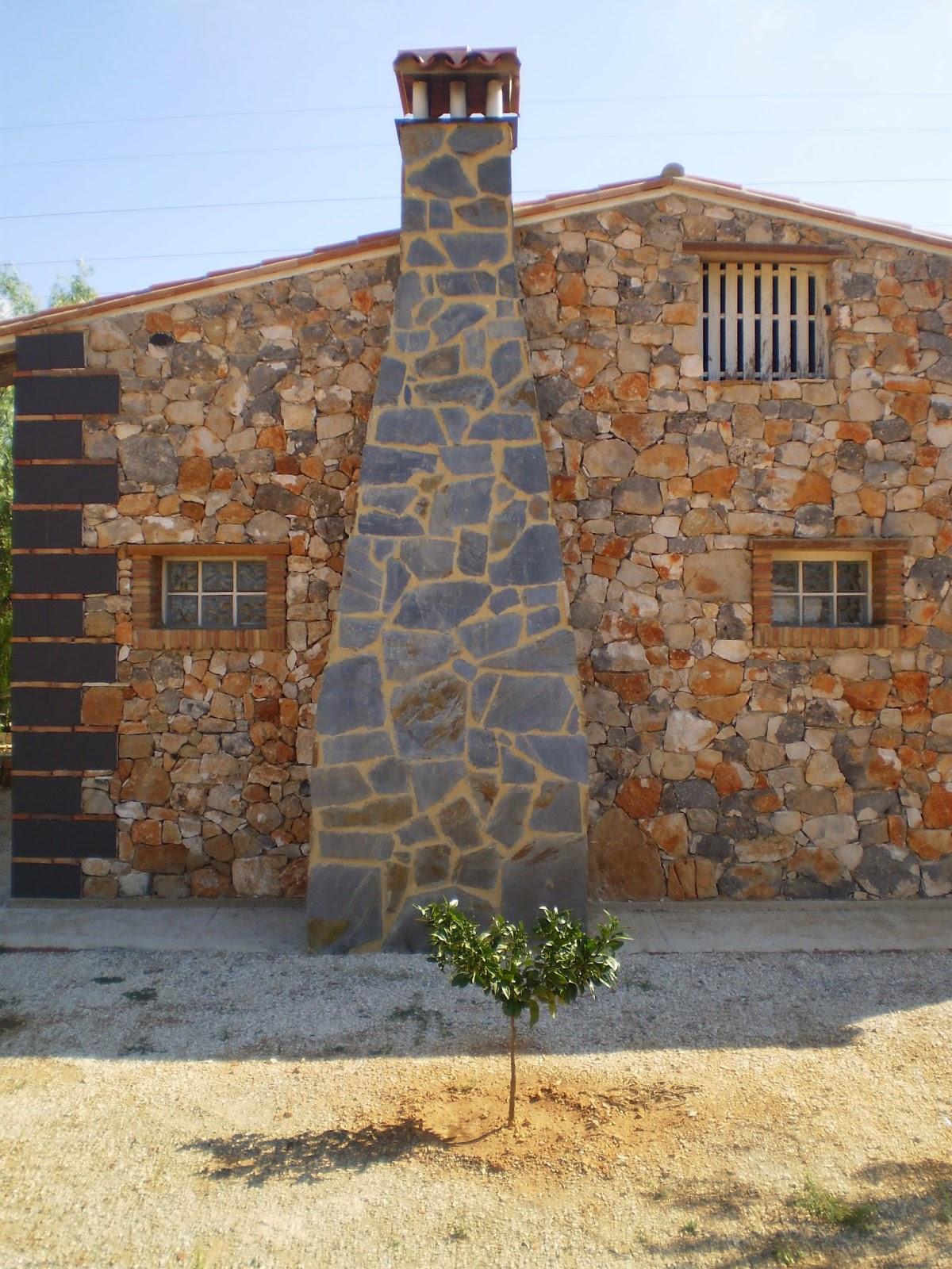 chimenea con piedra