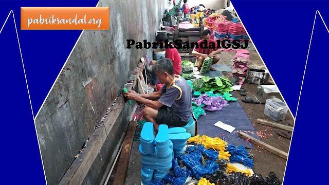 Produksi Sandal Murah- Proses Penarikan Tali Jepit- Pabrik Sandal