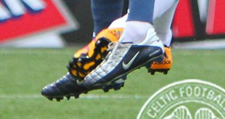new concept 0f9eb 38358 East-Kilbride-Spieler prahlt mit Nike Air Zoom Total 90 II Schuhen