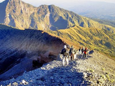 http://www.lomboksociety.com/2019/05/enjoying-rinjani-mountain-ecosytem.html