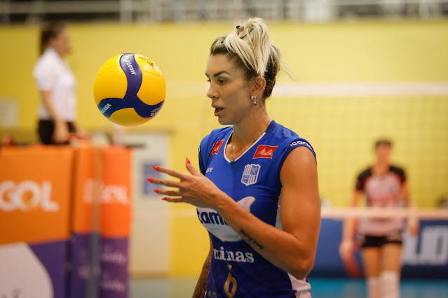 Thaisa em atuação na Copa Brasil de vôlei feminino