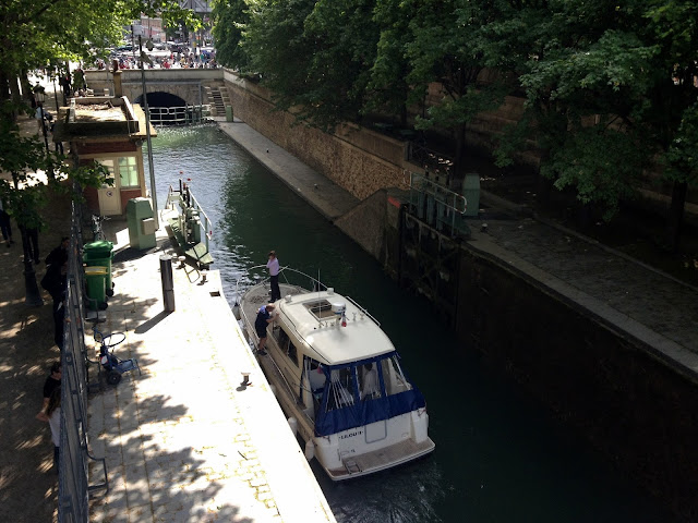 paseo por el canal st martin de paris