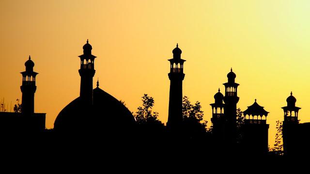 Masjid At-Taqwa PJB Gresik yang rutin ada takjil setiap bulan romadhon