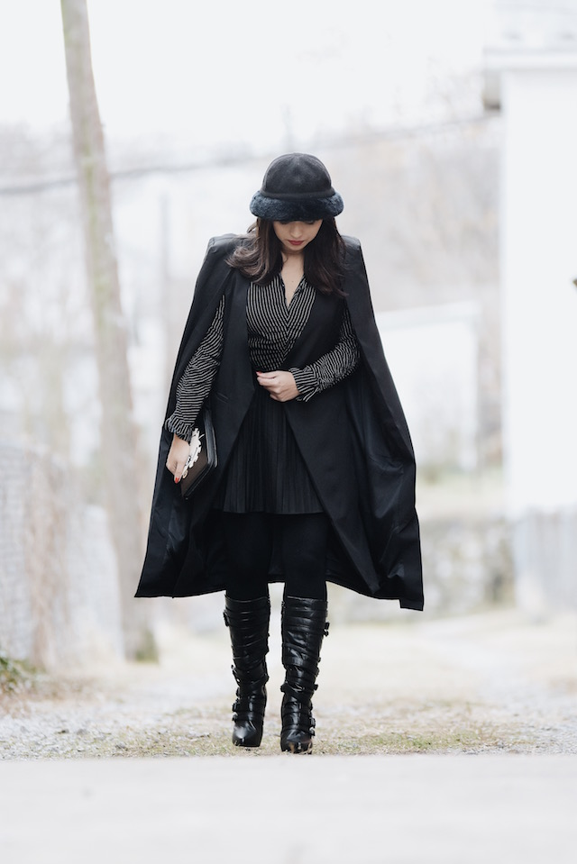 Wearing: Blazer Cape/Capa: SheIn Boots/Botas: Lauren Ralph Lauren (Similar Here) Skirt/Falda: Choies (Similar Here) Blouse/Blusa: TJMax (Similar Here) Hat: Nordstrom (Similar Here) Clutch: Rainbow