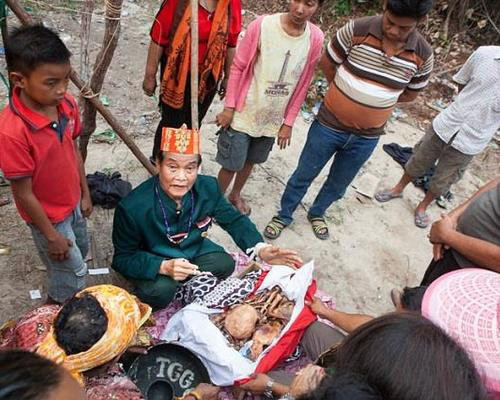 Travel.Tinuku.com Tiwah ceremony is deaths sacred rituals Kaharingan religious in Dayak Ngaju tribe in Central Kalimantan