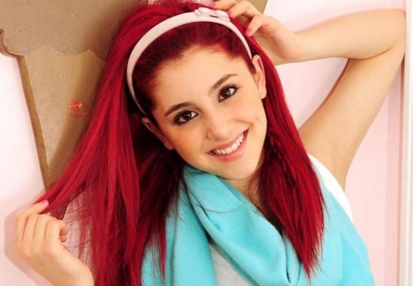 Ariana Grande Artis Muda Hollywood Tercantik dan Terpopuler Saat ini