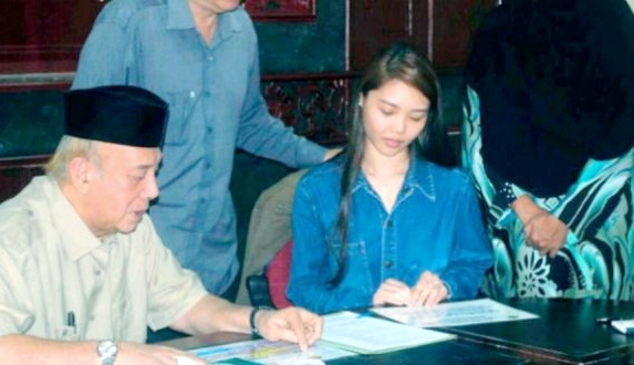Bertahun-tahun Mengalami Pergolakan Batin, Gadis Ini Akhirnya Mantap Masuk Islam