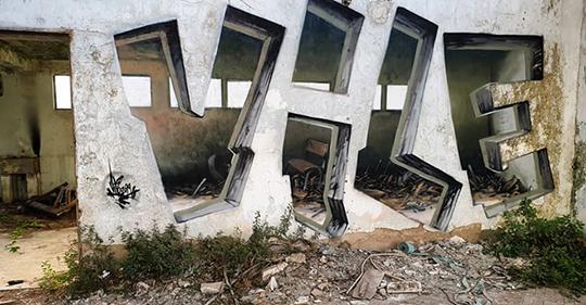 Este artista de graffiti hace que las paredes parezcan transparentes usando nada más que pintura en aerosol