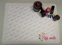Logo Kiki Nails : vinci gratis una delle 10 nuove tovagliette unghie