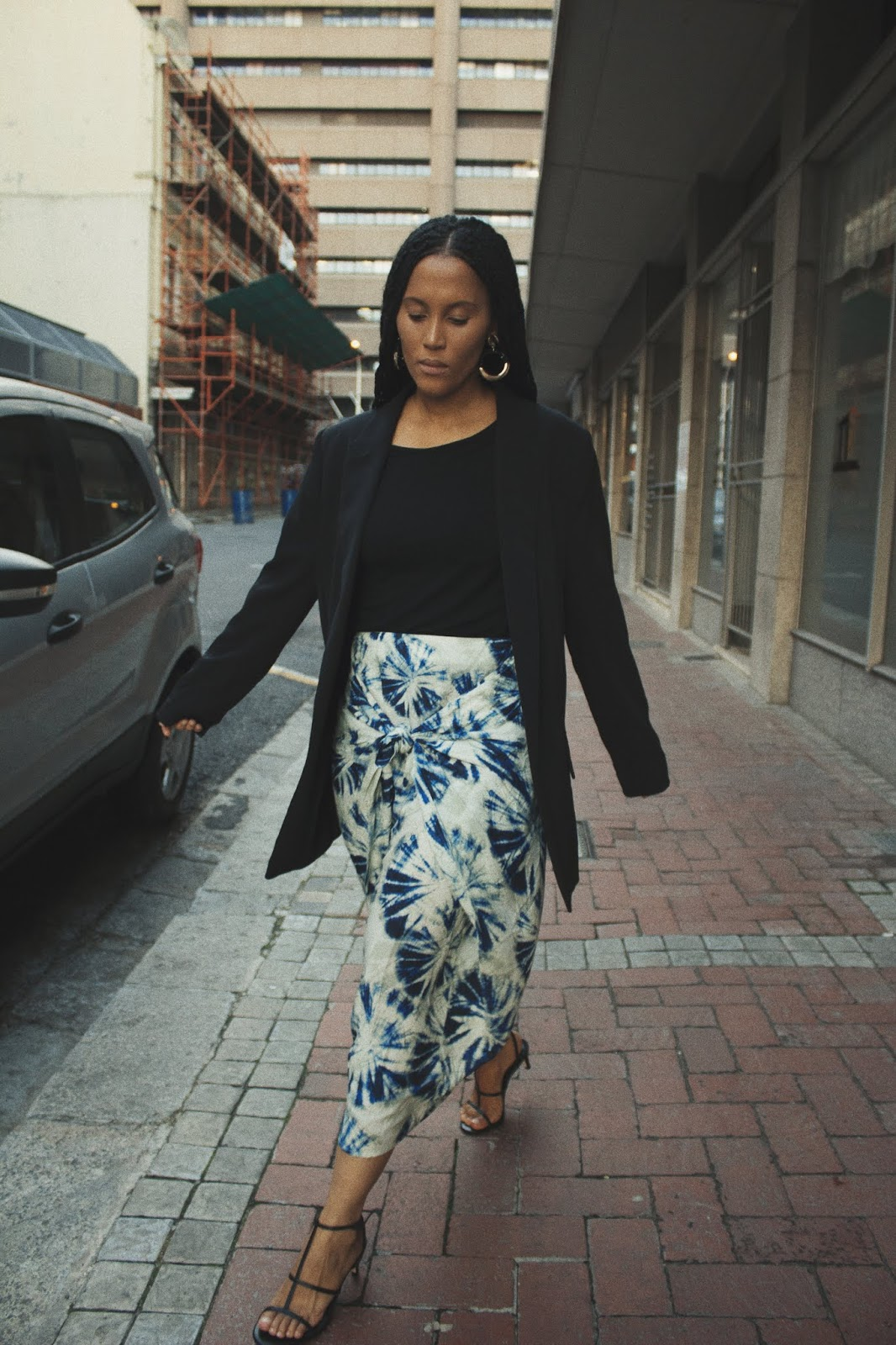 Liezel-Esquire-patterned-knotted-skirt