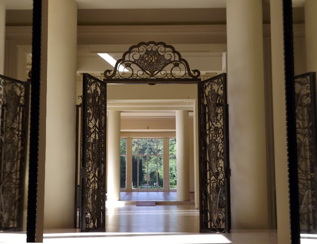 Portas de entrada  da Casa de Serralves