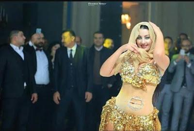 صور - صافيناز ترقص بالحجاب وبذلة الرقص معا وتتسبب في الجدل