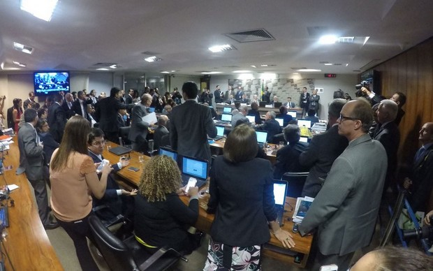 Reforma trabalhista é aprovada na 1ª de 3 comissões do Senado