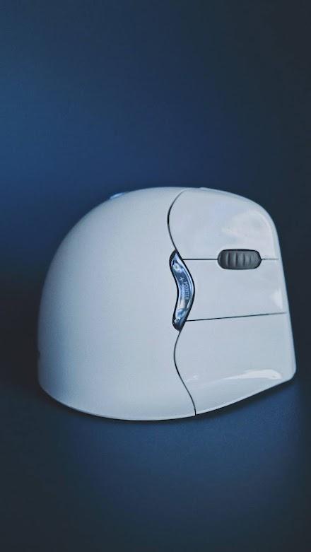 BakkerElkhuizen sorgt für ergonomische Lösungen am Computerarbeitsplatz | Evoluent4 BT Maus und das UltraBoard 950 Wireless im Closer Look