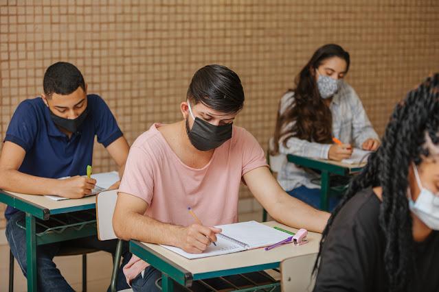 """O Instituto Nacional de Estudos e Pesquisas Educacionais Anísio Teixeira (Inep) lançou a cartilha """"Orientações gerais de prevenção à COVID-19"""""""