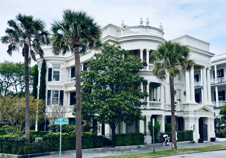 10 Things To Do In Charleston: #5 - Walk along The Battery and ogle the mansions | Ms. Toody Goo Shoes #Charleston