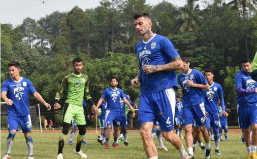 Persib Bandung Bawa 18 Pemain ke Malang, Ezechiel Belum Bergabung