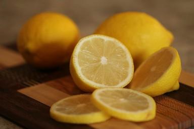 Mengobati flu dengan lemon, lebih aman karena tanpa bahan kimia