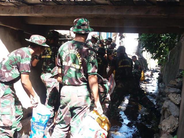 Meriahkan  Hari Juang Kartika TNI, Polri dan Pemkab Malteng Gelar Kerja Bakti