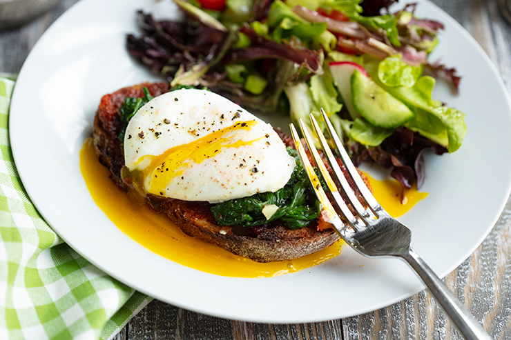 poached-eggs-on-nduja-toasts