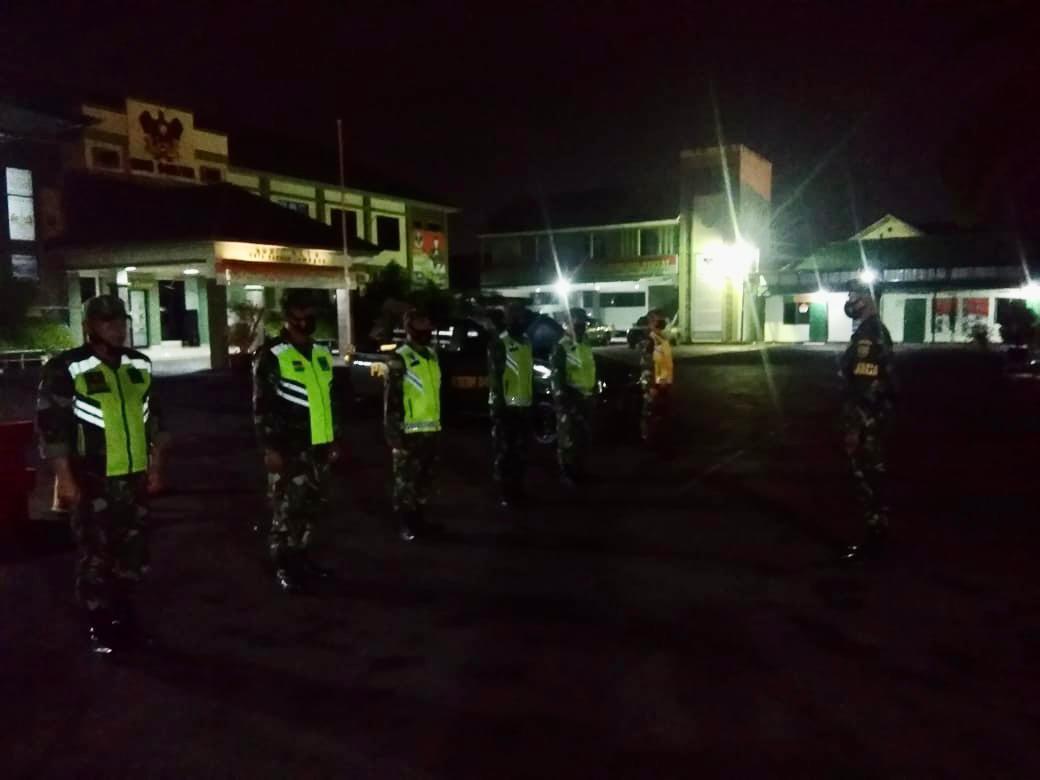 Dalam rangka meminimalisir angka kejahatan di Kota Bandar Lampung, sejumlah Babinsa jajaran Kodim 0410/KBL melaksanakan Patroli malam