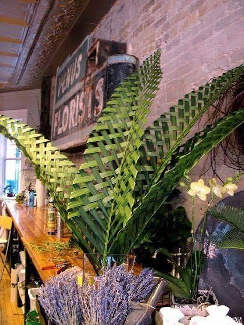 kerajinan daun kelapa pada pernikahan