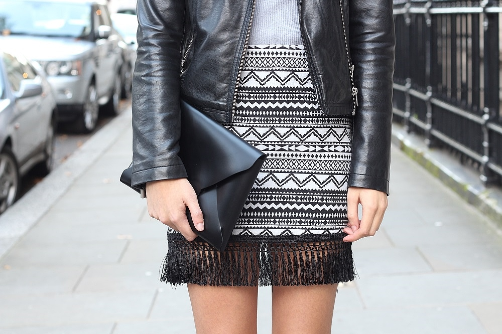 peexo fashion blogger wearing monochrome and aztec