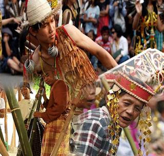 Keunikan Sejarah budaya susila istiadat Suku Bugis berasal dari Sulawesi Selatan Tempat Wisata Keunikan Sejarah budaya susila istiadat Suku Bugis berasal dari Sulawesi Selatan