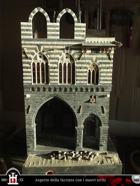 La facciata con i nuovi archi