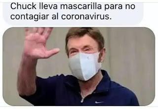 Chuck Norris con mascarilla y saludando