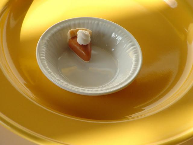 mini-pumpkin-pie-toppers-caramel-pumpkin-spice-latte-cupcakes-recipe-deborah-stauch