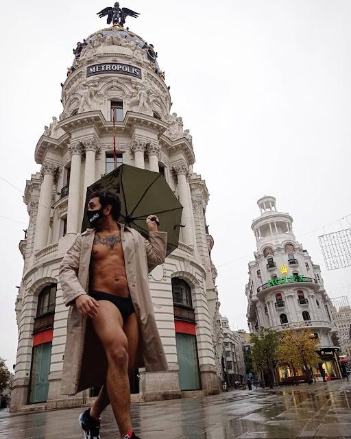 lucio saints desnudo en calle