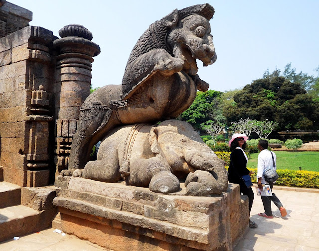 The nara-gaja-simha (man-elephant-lion) or Yali at the entrance of the Konark Sun Temple, Orissa