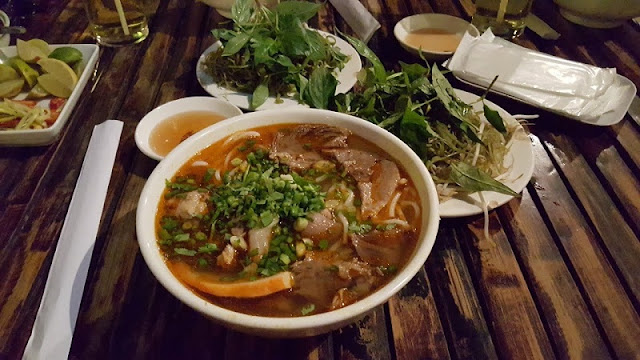 Hue street food attracts guests in the heart of Saigon 2
