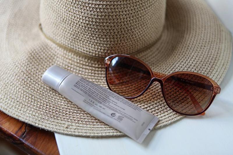 How to Treat Melasma With Lemon Juice & Sweating