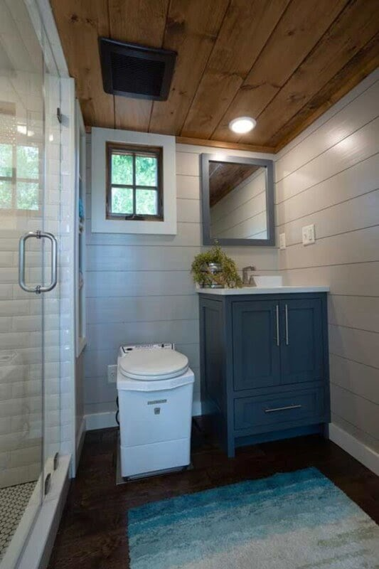 05-Bathroom-Timbercraft-Architecture-in-Mobile-Tiny-House-www-designstack-co