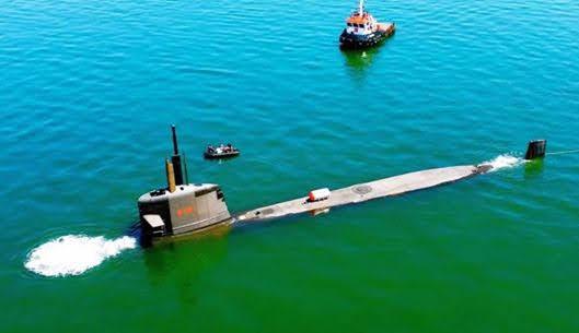 Submarino brasileño Riachuelo durante la inmersión estática (Marihna Brasil).