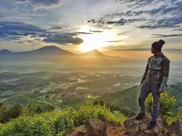 Spot Wisata Sunrise Terbaik Di Magelang -  Sunrise di Gunung Giyanti
