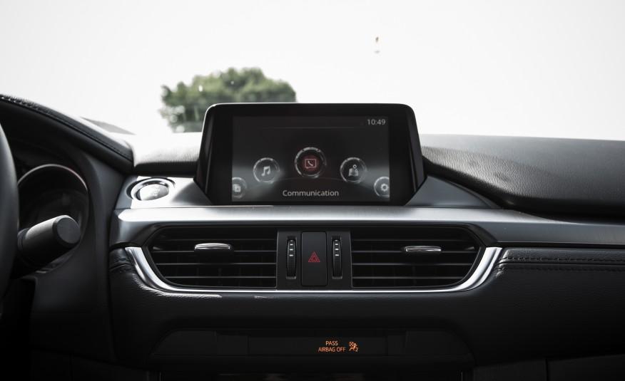 Hệ thống màn hình không thua kém gì BMW