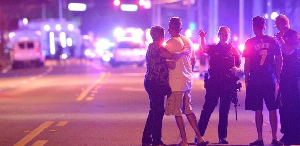 Atirador ataca boate gay nos EUA e mata 50 pessoas